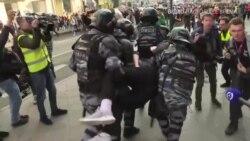 Як силовики затримували людей на мітингах у Росії – відео