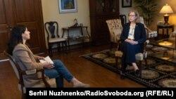 Кристина Квин, временный поверенный в делах США в Украине во время интервью Радіо Свобода