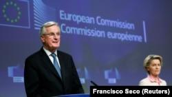 Michel Barnier, az EU vezető tárgyalója és Ursula von der Leyen, az Európai Bizottság elnöke bejelntik a megállapodást 2020. december 24-én.