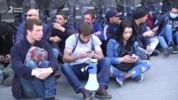 Yerevanda etirazçılar baş nazir Sargsyanın oturduğu binanın qarşısına toplaşır