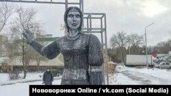 Скульптура Аленки в Нововоронеже