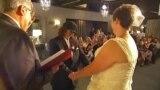 Первые однополые пары поженились в Австралии