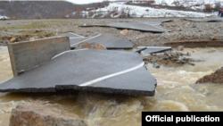 Rruga Rud-Sferkë në Malishevë e dëmtuar nga vërshimet.