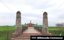 Мемориал погибшим в селе Дады-юрт (Чечня)