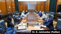 خلیلزاد په نوې ډېلي کې د هند د بهرنیو چارو له وزیر سره د افغان سولې په اړه خبرې وکړې