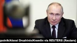 بر اساس قانون جدید انتخابات، پوتین حق دارد برای دو دوره دیگر، در سالهای ۲۰۲۴ و ۲۰۳۰ نامزد انتخابات ریاستجمهوری شود.