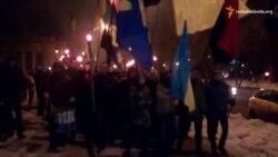 У Дніпропетровську смолоскиповою ходою вшанували пам'ять Героїв Крут