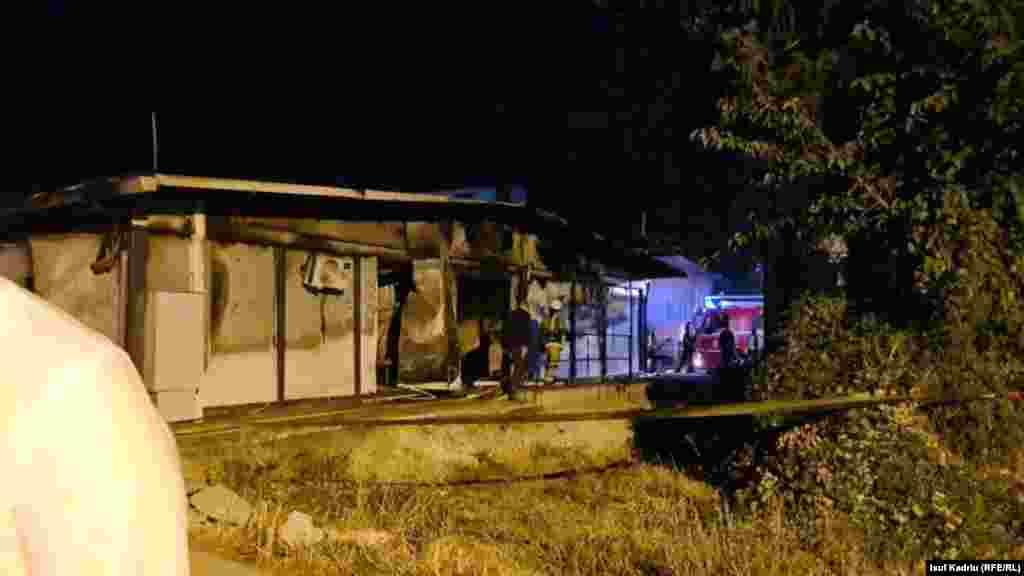 Zjarrfikësit shihen në vendin e ngjarjes tragjike në Tetovë. (8 shtator)