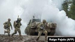 Katonák a Tavaszi vihar elnevezésű NATO–észt közös hadgyakorlaton 2021. május 27-én
