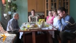 Ukrainian Activist Family Hopes For Change