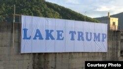 """Mbishkrimi """"Liqeni Trump"""" shihet te Liqeni i Ujmanit."""