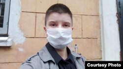 Юлия Цветкова у здания МВД по Комсомольску-на-Амуре