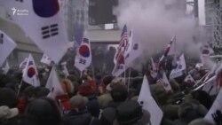 Seulda etirazçılar birgə Koreya bayrağını yandırdılar