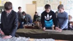 Теплі різдвяні подарунки для військових готують школярі з Житомирщини