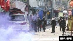 Noile tensiuni dintre forțele de ordine și grupările de miliție s-au amplificat în ultimele luni pe fondul loviturii de stat date de armată și a lipsei de popularitate a acesteia printre grupările etnice.