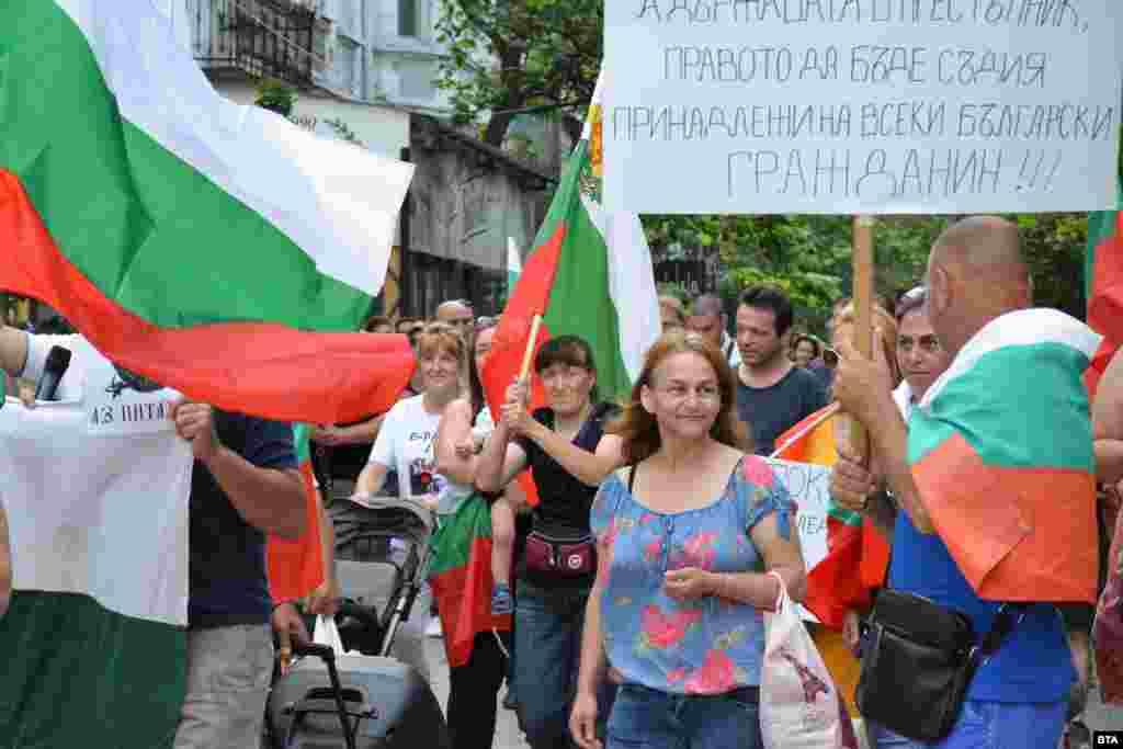 Протестиращи се събраха и в Благоевград на 14 юли с искане за оставка на премиера и главния прокурор.