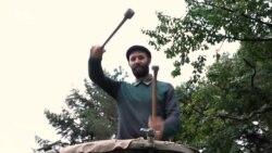 Денис Васильєв заграв на тулумбасі