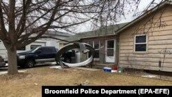 """Обшивка двигателя """"Боинга 777"""", упавшая во двор жилого дома"""
