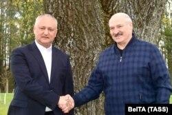 Aljakszandr Lukasenka Igor Dodon volt moldovai elnökkel találkozik a minszki régióban, 2021. május 5-én