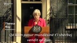 Kryeministrja britanike përlotet në fjalimin e dorëheqjes