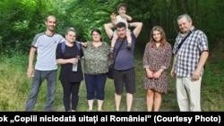 """Daniel Ardelean, unul dintre """"copiii niciodată uitați ai României"""", și-a regăsit familia biologică, după 37 de ani."""