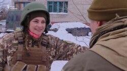 Зв'язкова з Донбасом. Навіщо киянка стукає у двері до міністрів (відео)