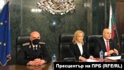 Обвинителот Елин Алексов, портпаролката Сиика Милева и главниот обвинител Иван Гешев.