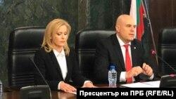 Иван Гешев и говорителката му Сийка Милева на пресконференцията на 19 март
