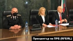 Spokeswomen Siika Mileva (center) and Prosecutor-General Ivan Geshev (right)