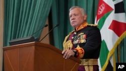 پادشاه اردن میگوید که قول داده است به ماجرای شاهزاده حمزه در چارچوب خاندان هاشمی رسیدگی کند.