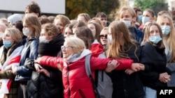 Преподаватели и студенты Белорусского государственного университета принимают участие в общенациональной забастовке в Минске 26 октября 2020 года