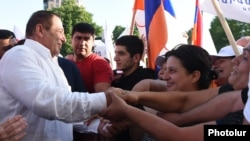 Armenia - Prosperous Armenia Party leader Gagik Tsarukian greets supporters during an election campaign rally in Yerevan, June 17, 2021.