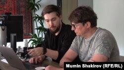 Алексей Захаров (справа) с коллегой
