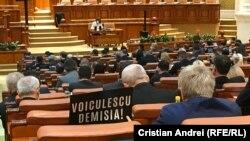 PSD a organizat o manifestație și în Parlament unde i-a cerut demisia lui Vlad Voiculescu