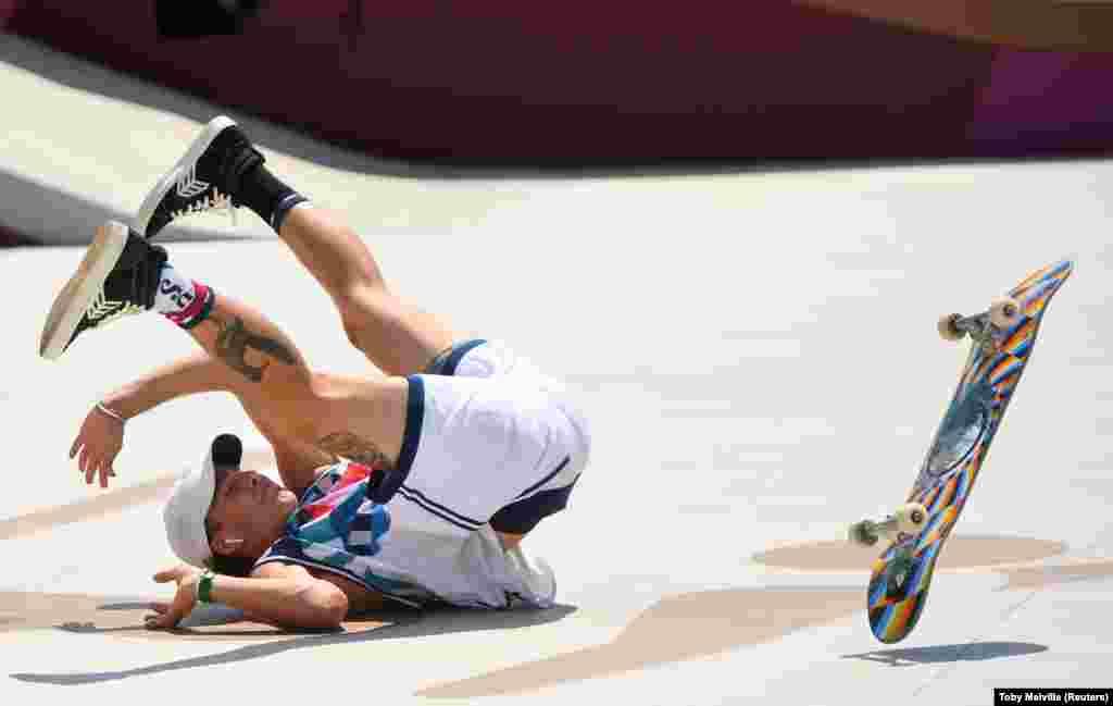 Джаггер Итон из США выступает в финале мужских соревнований по скейтбордингу в парке Ariake Urban Sports Park, Токио, Япония, 25 июля 2021 года. Джаггер Итон завоевал бронзу