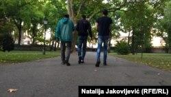 Archív kép Szabadkán sétáló menekültekről
