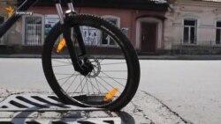 Як велосипедистам у Сімферополі катається