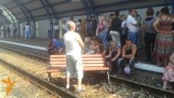 Пасажири у Харкові влаштували пікет на коліях