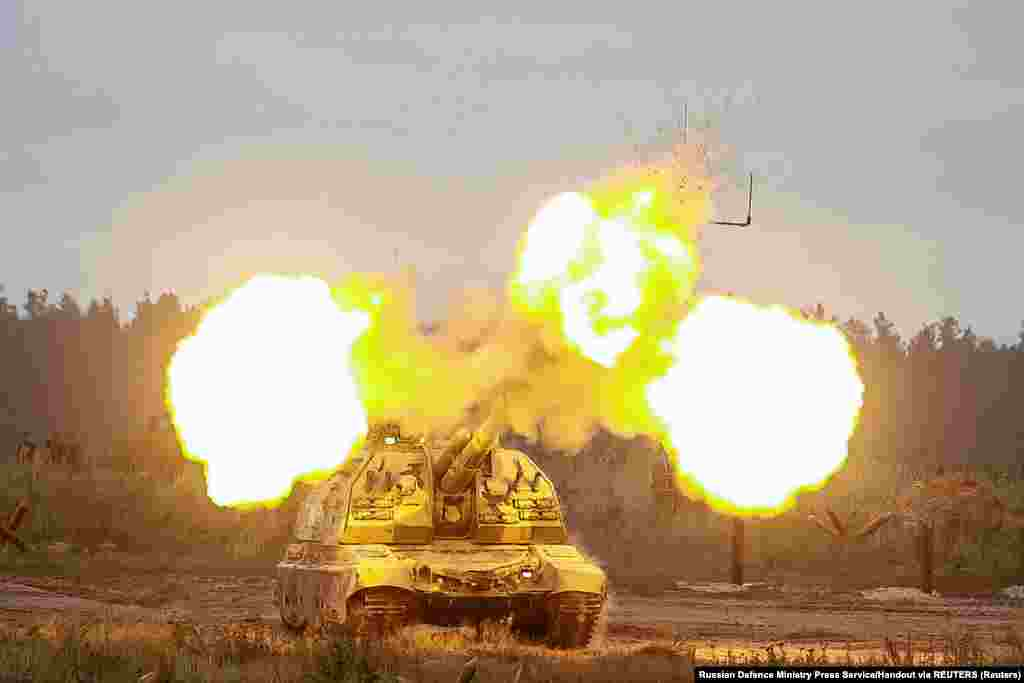 Bemutatták a legújabb, Epoha harci modullal felszerelt B–19-es páncélozott személyszállító harcjárműveket is Putyinnak