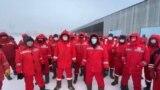 Сотрудники «КМК Мунай», которые требуют от работодателя вдвое увеличить зарплату. Месторождение Кокжиде, Темирский район, Актюбинская область, 26 января 2021 года.