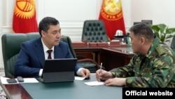 Президент Садыр Жапаров и председатель ГКНБ Камчыбек Ташиев. Бишкек. 26 марта 2021 года.