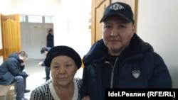 Архивное фото. Айрат Дильмухаметов с мамой