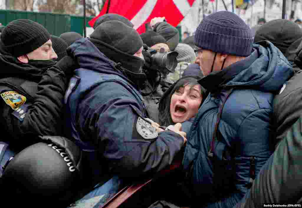 Ukrainian police restrain a demonstrator during a rally of entrepreneurs and representatives of small businesses in Kyiv on December 15. (epa-EFE/Serhiy Dolzhenko)