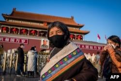 Пекинде жүрген тибеттіктер. 2020 жылдың ақпаны.