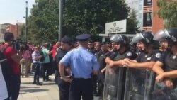 Fillon protesta e Vetëvendosjes në Prishtinë