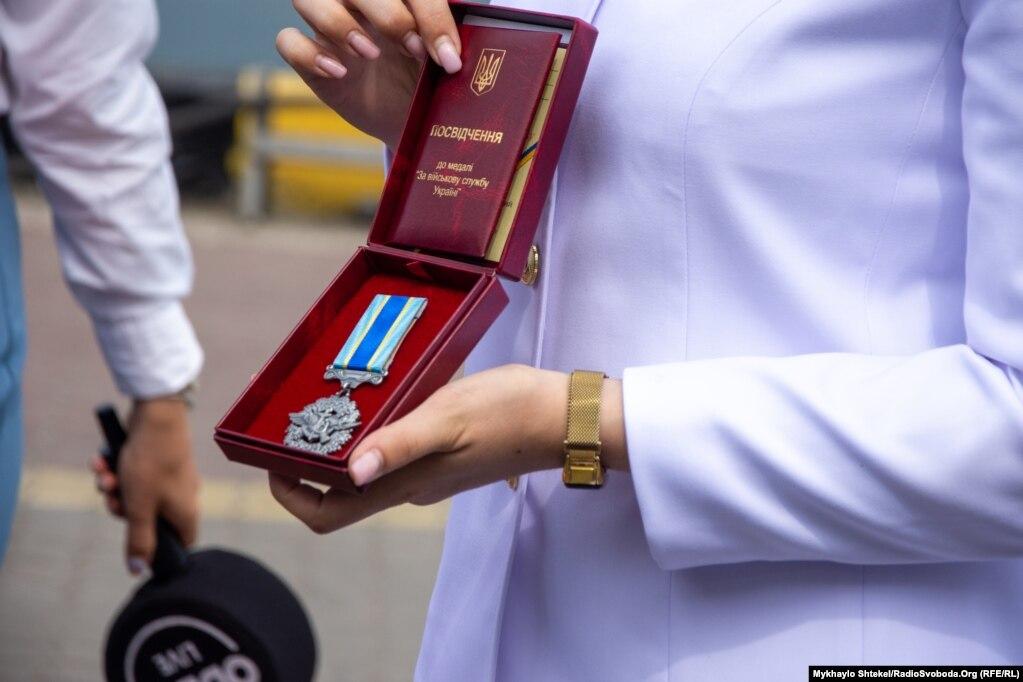 Нагорода Катерини Никитенко, головного старшини, інструктора навчального взводу водолазної школи, до Дня ВМСУ