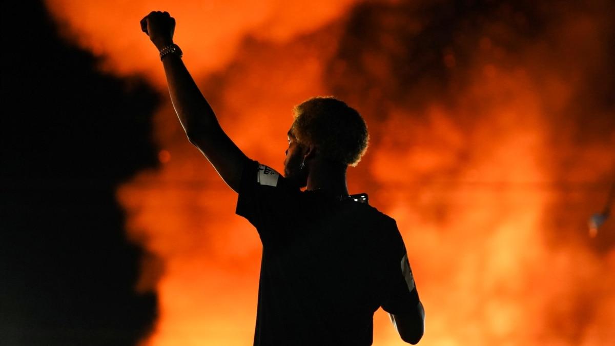 После стрельбы в Атланте в США и мире с новой силой вспыхнули протесты против расизма – фоторепортаж