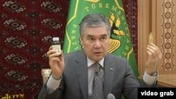 Президент Туркменистана Гурбангулы Бердымухамедовпоручил тщательно изучить пользу корня солодки для борьбы с коронавирусом.