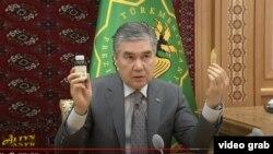 Президент Туркменистана Гурбангулы Бердымухамедов ранее поручил тщательно изучить пользу корня солодки для борьбы с коронавирусом