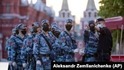 Ռուսաստան - Ազգային գվարդիայի զինծառայողները Մոսկվայի Կարմիր հրապարակում,14-ը հունիսի, 2020թ.